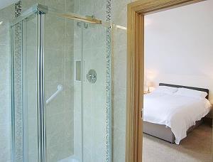 salle de bains privée au premier étage